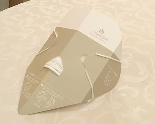 手に持つマスクになるマスクケース_ホテル日航金沢